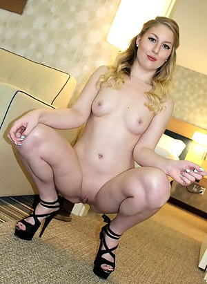 Lesbian High Heels Porn Pictures
